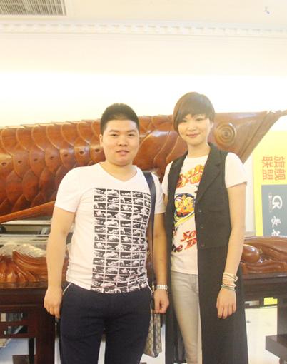 中国好歌曲铃凯与经纪人合影